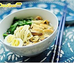 无水手擀面:淡菜菠菜鹌鹑蛋面的做法