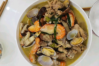 三鲜煲(蛏,鸡,虾)