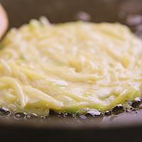 3分钟就能学会的土豆丝饼,外酥里嫩,香气扑鼻的做法图解7