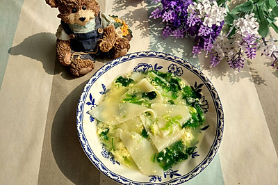 儿童辅食—简单好吃—菠菜鸡蛋面片汤