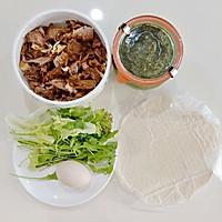 手抓饼 -- 营养又可消耗剩菜 #10分钟早餐大挑战#的做法图解1