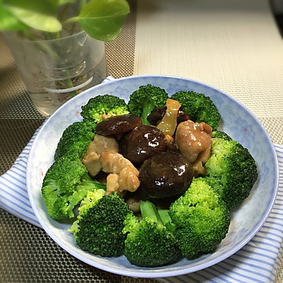 香菇肉片西兰花