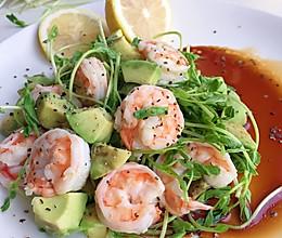 牛油果虾仁沙拉+#一起吃西餐#的做法