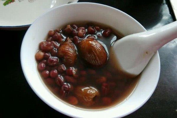 蜜枣红豆甜汤的做法