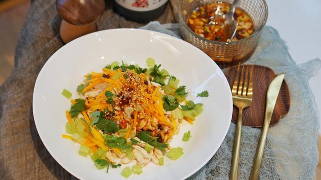 中餐|凉拌麻辣鸡丝,鸡胸肉嫩而不柴的秘密的做法