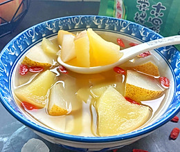 苹果梨加枸杞煲成汤,清爽不油腻,水果味浓郁,最适合干燥秋天喝的做法