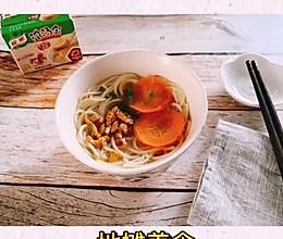 地摊美食–烤肉猪骨浓汤面的做法