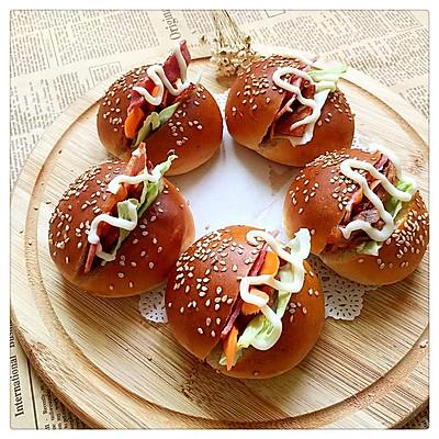 丰富的迷你小汉堡——宝宝的美味早餐