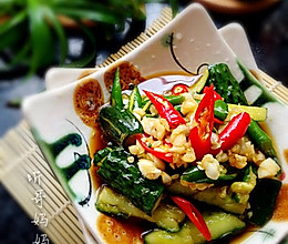 素食之— —凉拌拍黄瓜的做法