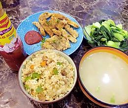 晚餐--酱油肉粒炒饭加自制炸猪扒的做法