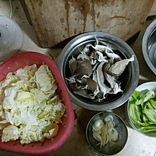 嘎啦白炒鲜蘑