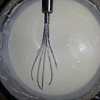 榴莲草莓芝士慕斯蛋糕的做法图解1
