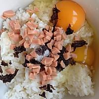 米饭鸡蛋饼(简单美味早餐)的做法图解2