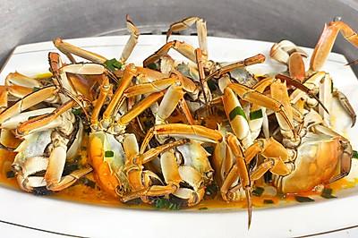 """""""秋风起,蟹脚痒""""又到一年吃蟹季,清蒸螃蟹,满满的都是蟹黄"""