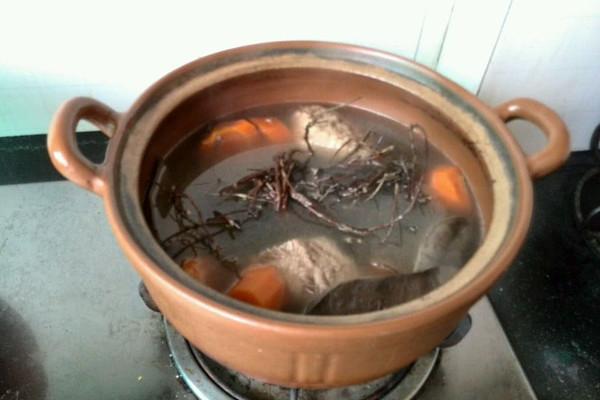 清肝火——鸡骨草煲猪橫脷的做法