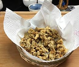 口感香酥,制作简单的炸蘑菇,比炸肉好吃多了,营养还丰富哦。的做法