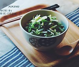 腌渍萝卜缨子炒绿豆芽#憋在家里吃什么#的做法