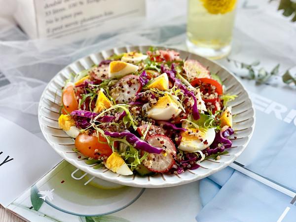 藜麦鸡蛋蔬菜沙拉的做法