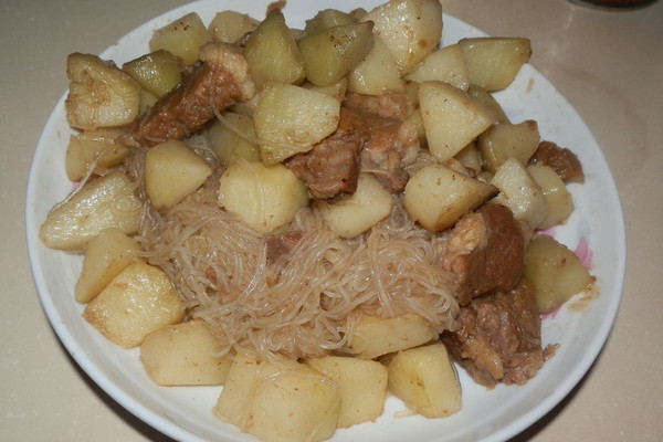 土豆粉丝烩牛肉的做法