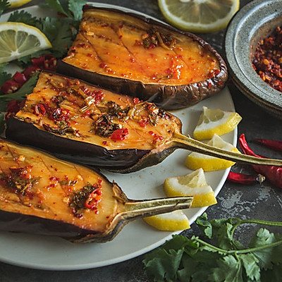 烧烤茄子的灵魂是酱料啊