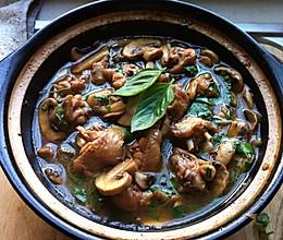 鸡翅炖蘑菇的做法