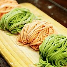 蔬菜汁双色面条丨把看得见的蔬菜吃进肚【微体兔菜谱】