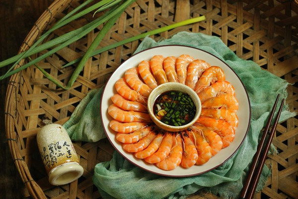 花式摆盘的鲜甜白灼虾的做法