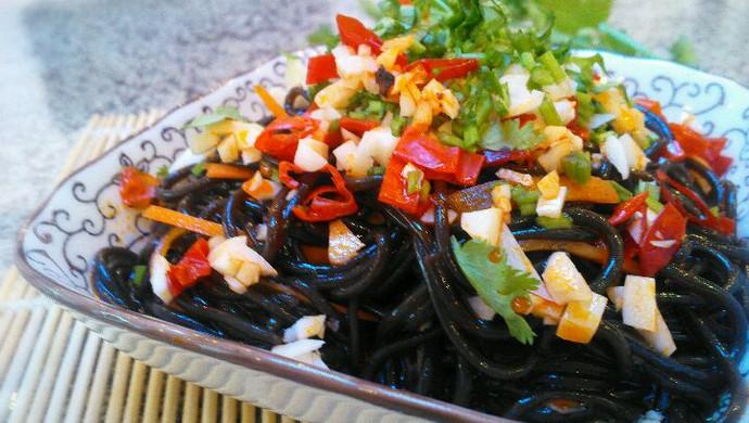 炎炎夏日`我们吃-凉拌蕨根粉