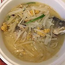 萝卜丝煮鲫鱼汤