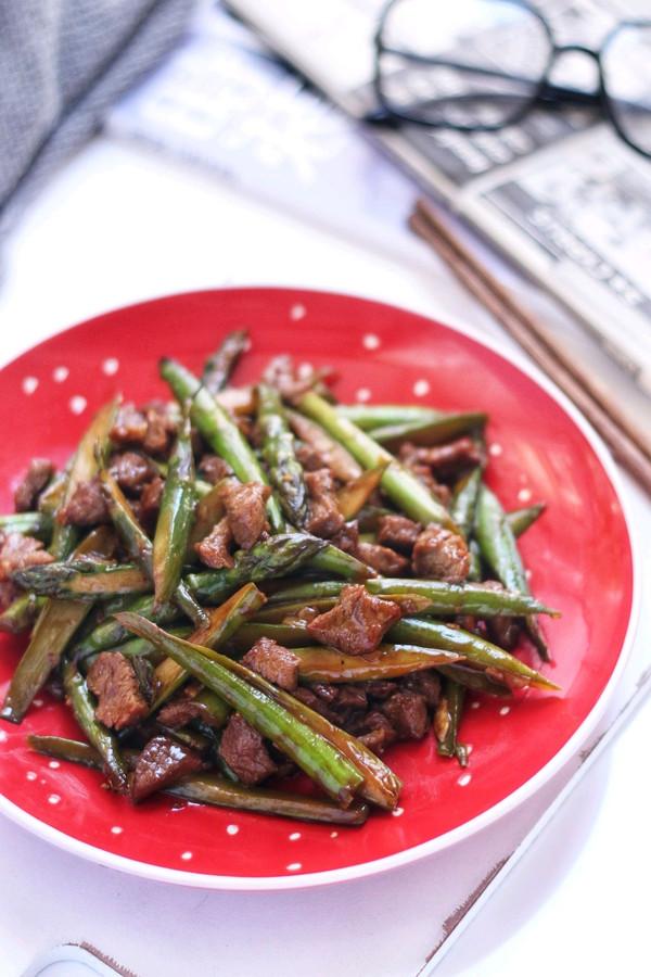 黑椒芦笋炒牛肉的做法