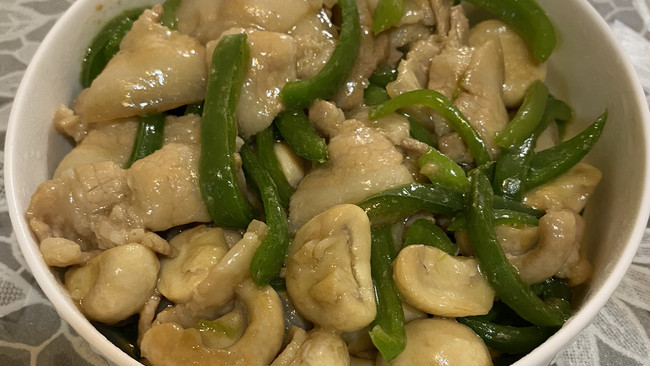 蘑菇青椒炒肉片的做法