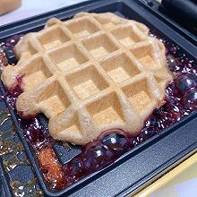 #少盐饮食 轻松生活#自制健康早餐草莓果酱巧克力华夫饼