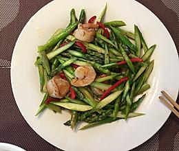 在西方被誉为十大名菜之一的芦笋,简单炒炒,鲜美至极!的做法
