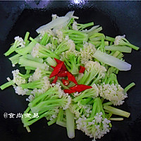 广式腊肠炒花菜#味极鲜味汁#的做法图解8