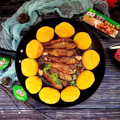 铁锅炖黄鱼贴饼子