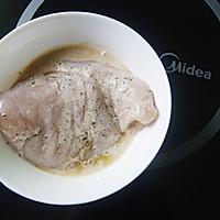 如何打造嫩滑多汁的皇家料理【香煎鸡胸肉】(减脂增肌)的做法图解3
