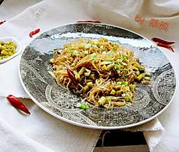 米饭杀手~酸豆角炒粉丝的做法