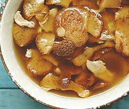 承包了中餐厅的猴头菇,今天就拿它来炖碗靓汤吧的做法