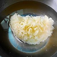 润肤美白--雪耳椰汁牛奶羹的做法图解2