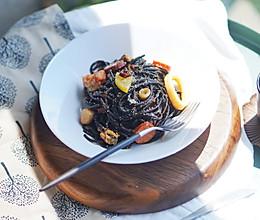 健康食谱|海鲜墨鱼意大利面,绝非黑暗料理#硬核菜谱制作人#的做法