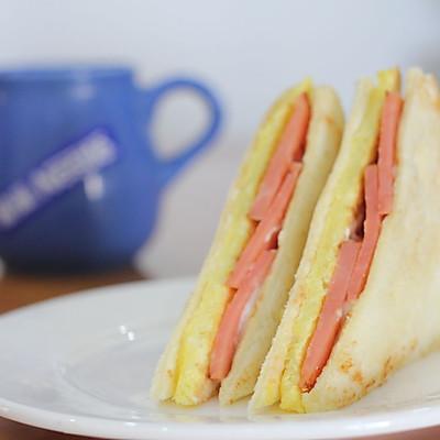 鸡蛋三明治开启美好早晨