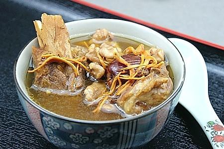 核桃虫草花骨头汤的做法