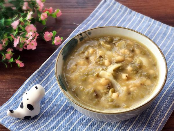 祛湿利水 养颜祛痘-绿豆薏仁百合粥的做法