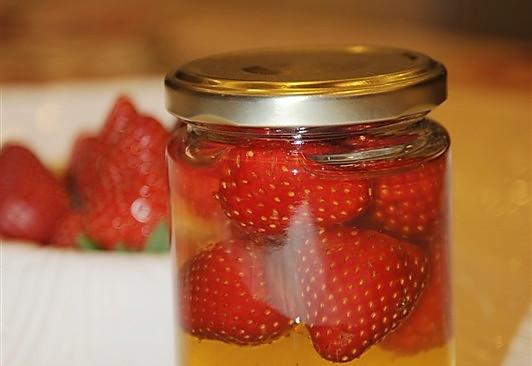迎新年——草莓蜂蜜的做法