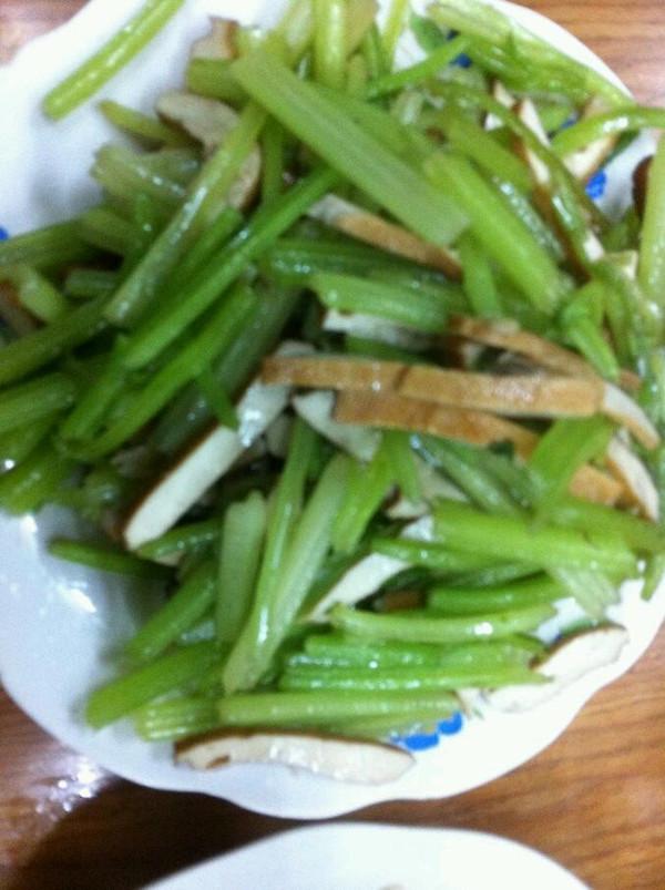 (降血压 极品)芹菜炒干子的做法