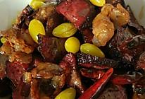 腊肉炒猪血丸子的做法
