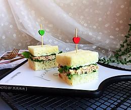 超快手的金枪鱼鸡蛋三明治的做法