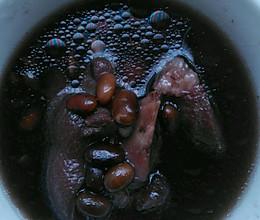猪蹄黑豆煲汤的做法