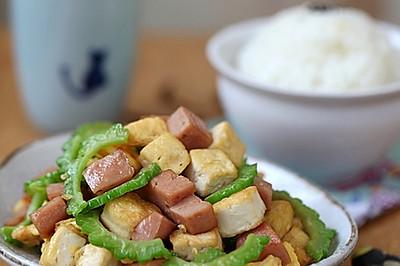 午餐肉豆腐炒苦瓜