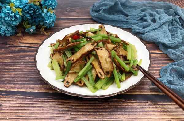 美味家常菜-芹菜炒香干的做法
